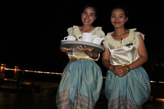 Novotel Phuket Kata Avista Resort and Spa: traditional Thai restaurant waitresses