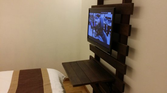 Hotel Clover 769 North Bridge Road: the tv console double up as an bedside table