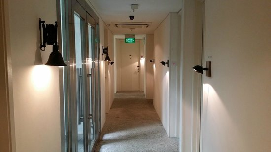 Hotel Clover 769 North Bridge Road: the corridor leading to the 1st level rooms