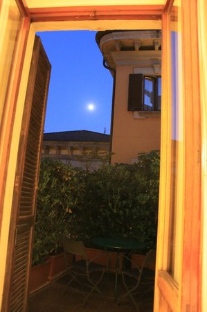 Gran Duca di York: moon from balcony
