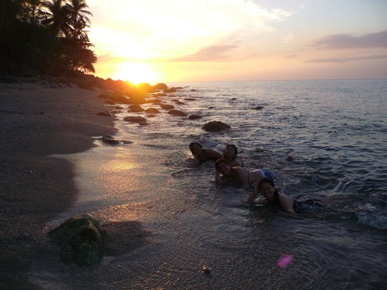 Tuko Beach Resort: Sunset 1