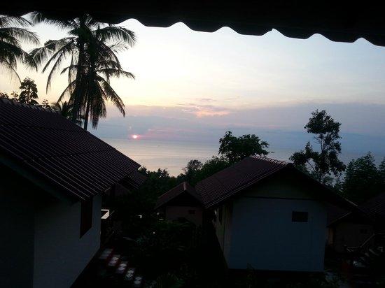 J.B. Hut Bungalows: Sonnenuntergang von der Terasse aus