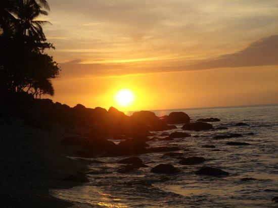 Tuko Beach Resort: Sunset 2