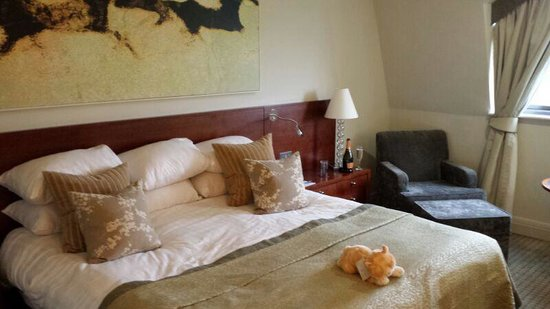 Rookery Hall Hotel & Spa : Comfortable bed for a gorgeous nights sleep