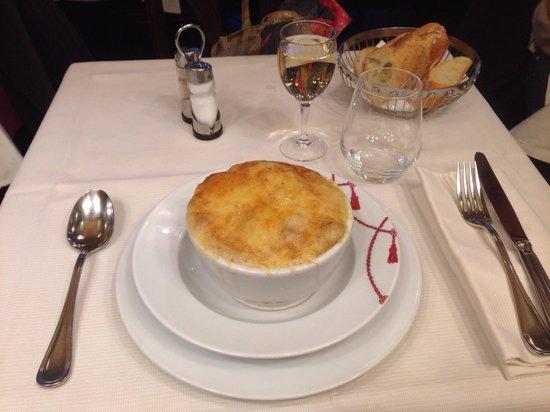 Le Grand Cafe Capucines: オニオンスープ