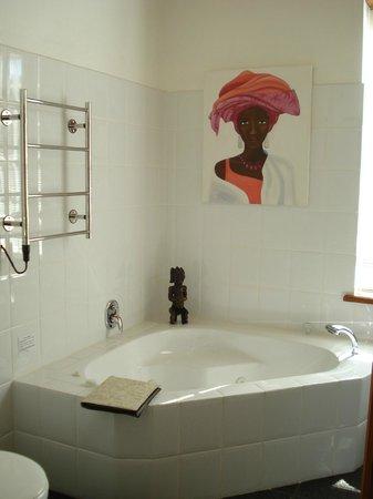 Rothman Manor: Bathroom -  Morning Sky Suite