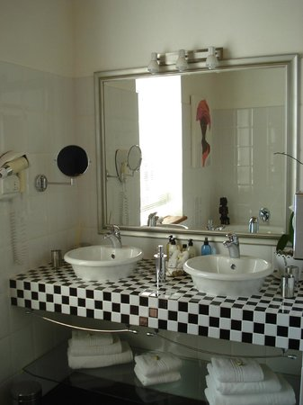 Rothman Manor: Bathroom -  Morning Sky Suite