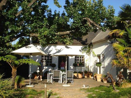 Rothman Manor: Outdoor Breakfast Area/Reception