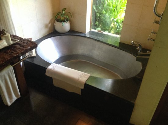 Maya Ubud Resort & Spa: Bathroom
