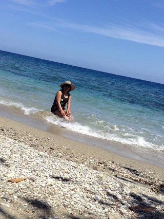 Tuko Beach Resort: Clear blue water