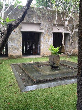 Maya Ubud Resort & Spa: Outdoor from the restaurant