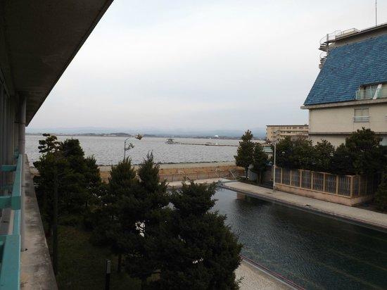 Hotel Hokuriku Koganoi: 部屋から柴山潟を望む