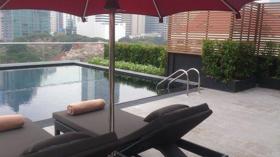 U Sukhumvit Bangkok : the pool area
