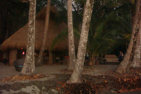 The Resort at Isla Palenque: Las Rocas dining and bar area