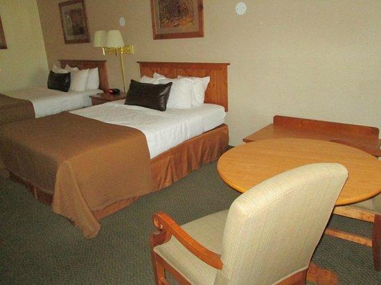 Best Western Plus Ruby's Inn : Betten+Sitzecke