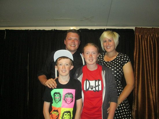 smartline Ficus: My 2 children with the entertainers Liam and Kim