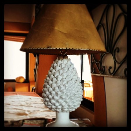 Hotel Mamma Santina: Pinecone lamp. We want one!
