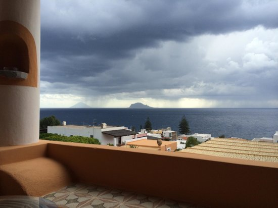 Hotel Mamma Santina: Stromboli in a bit if weather