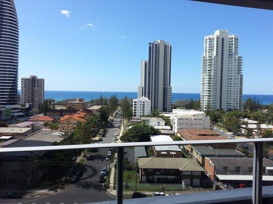 Meriton Serviced Apartments - Broadbeach : ocean view from balcony