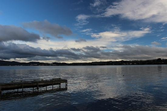 Black Swan Lakeside Boutique Hotel: Black Swan dock and Lake Rotorua