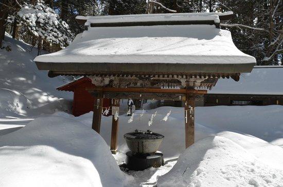 Togakushi Shrine Okusha: Brunnen (temizuya)