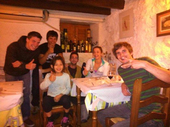 Margalef, Spain: Despedia con amigos de @cswoods88 @dawoods89 con Angie Scarth-Johnson
