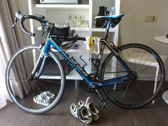 Palma on Bike: Focus Cayo with Shimano 105 in my hotel room