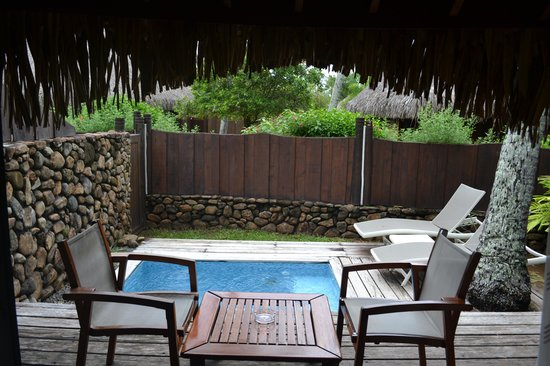 Manava Beach Resort & Spa - Moorea: Courtyard of the Garden Pool Bungalow