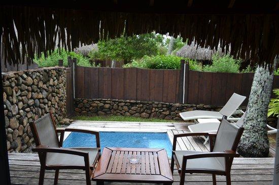 Manava Beach Resort & Spa - Moorea : Courtyard of the Garden Pool Bungalow