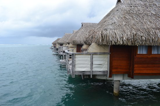 Manava Beach Resort & Spa - Moorea: Overwater bungalows
