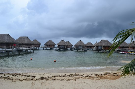 Manava Beach Resort & Spa - Moorea: Overwater bungalows