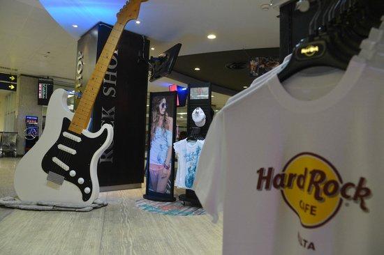 Hard Rock Cafe Malta: Hard Rock Bar Malta International Airport - Entrance