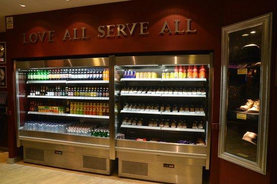 Hard Rock Cafe Malta: Hard Rock Bar Malta International Airport - Available 24/7