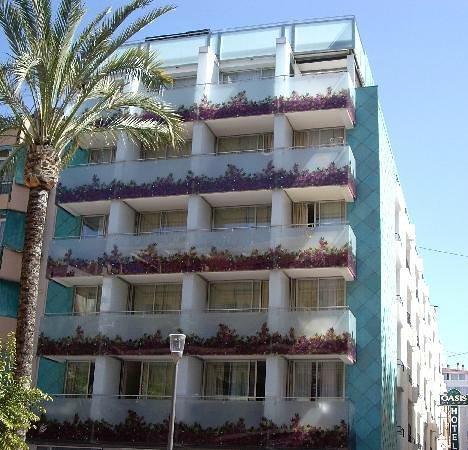 Hotel Oasis Plaza: Este es el hotel por fuera, es precioso ¿no creen?