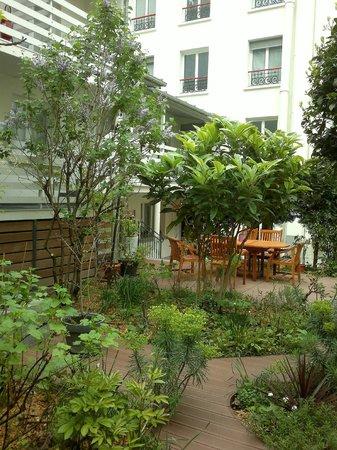 Hôtel Alhambra : Pleasant garden