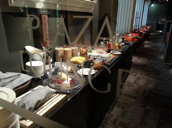 Radisson Blu Plaza Hotel, Helsinki: Lounge breakfast