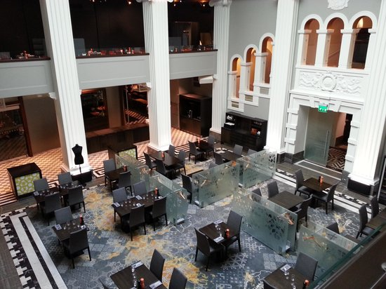 Radisson Blu Plaza Hotel, Helsinki: View from lounge to restaurant