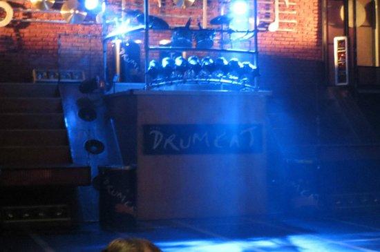 DRUMCAT: 開演前のステージ