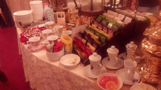 Hotel Berna: Buffet breakfast