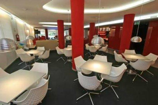 Hotel Oasis Plaza: Esta es la sala de los bailes por la noche.