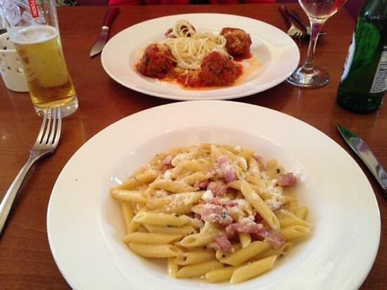 Divino: penne carbonara and meatballs with garlic spaghetti!