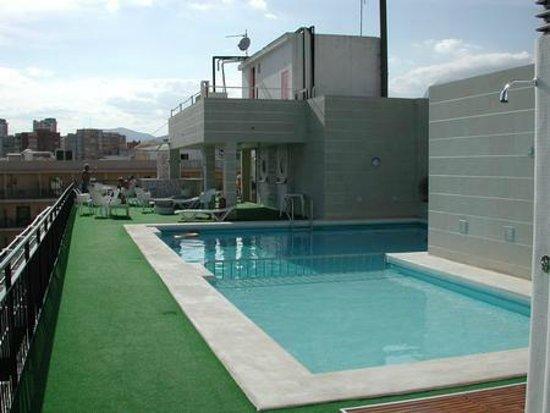 Hotel Oasis Plaza: La piscina
