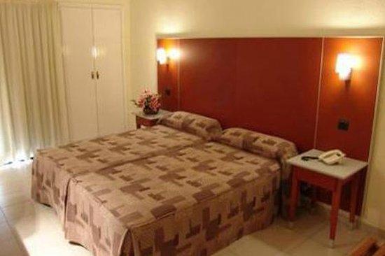 Hotel Oasis Plaza: La habitación, esta es la que da afuera.