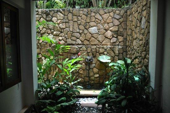 Ayara Hilltops Resort and Spa Surin Beach : Aussendusche
