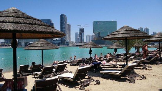 Le Meridien Abu Dhabi : Strand
