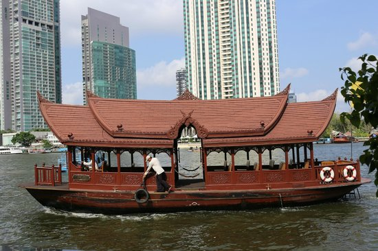 Mandarin Oriental, Bangkok: the shuttle boat takes you to the bts and asiatique mall