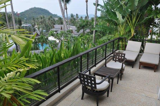 Ayara Hilltops Resort and Spa Surin Beach : Aussicht von der Suite auf den Pool
