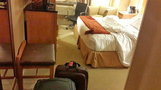 Holiday Inn Express New York City Fifth Ave: the room is adequate for a single person