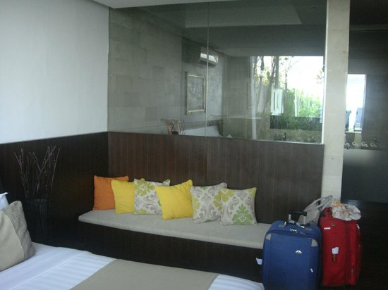 Pandawa Beach Villas & Spa: Glass window from bedroom to rain shower room