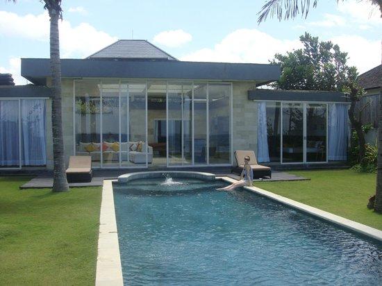 Pandawa Beach Villas & Spa: Private pool at the villa (3 rooms)